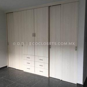 Closet con puertas corredizas modelo Amici por Eco Closets Queretaro Mexico