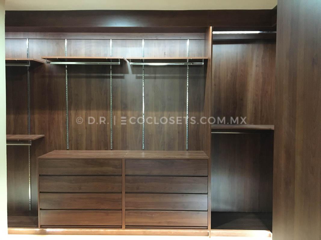 Diseño de Vestidor Lujoso de Madera por Eco Closets Queretaro Mexico